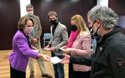 Los concejales del Ayuntamiento de Badalona reciben mascarillas transparentes de Probex